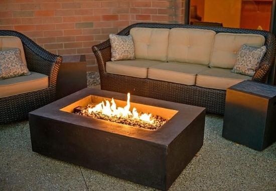 Racine, WI: 20 & Oakes Restaurant - Outdoor Fire Pit
