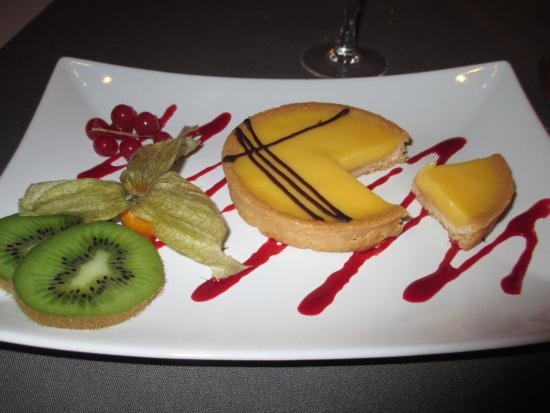 Fosses-la-Ville, Bélgica: Tartelette au citron et coulis de framboise et fruits frais