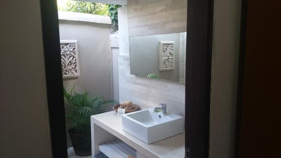 Villa Coco Semi Outdoor Bathroom