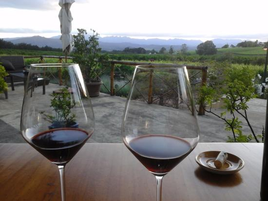 Robertson, Afrique du Sud : Wine after dinner on the veranda.
