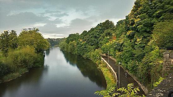 Kilkenny, Irland: река Норр у стен замка