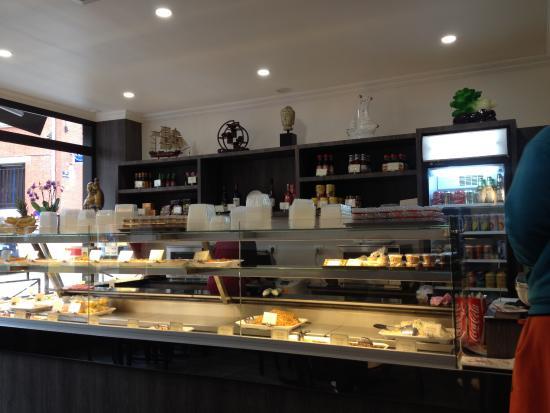 Romilly-sur-Seine, Frankrig: La vitrine qui se remplie de plats