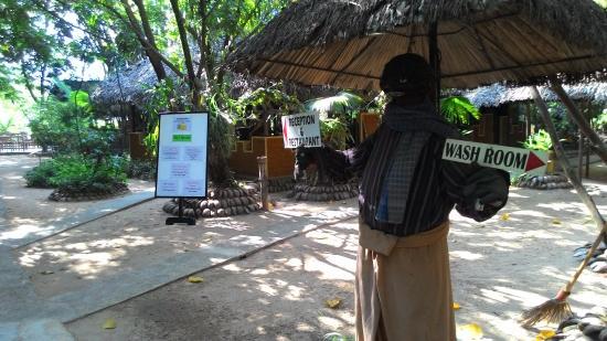 Saruketha: Restaurant signages