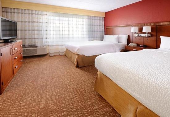 Courtyard Dallas Arlington/Entertainment District: Queen/Queen Guest Room