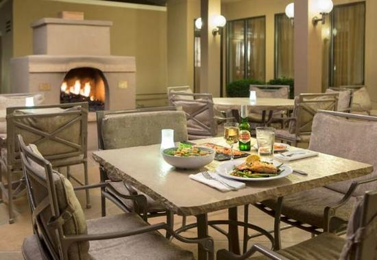 Courtyard by Marriott Scottsdale Mayo Clinic: Outdoor Patio