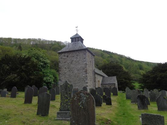 Llangynog, UK: Through The Church Yard