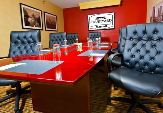 Des Plaines, IL: Boardroom