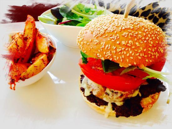 Coustellet, Frankrike: Burger boeuf bio, reblochon, röstis, poitrine grillée... sauce maison creamcheese moutarde