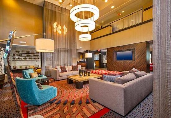 Courtyard by Marriott Dulles Town Center: Lobby Theater