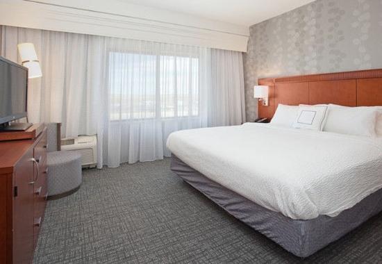 Casper, WY: King Suite – Sleeping Area