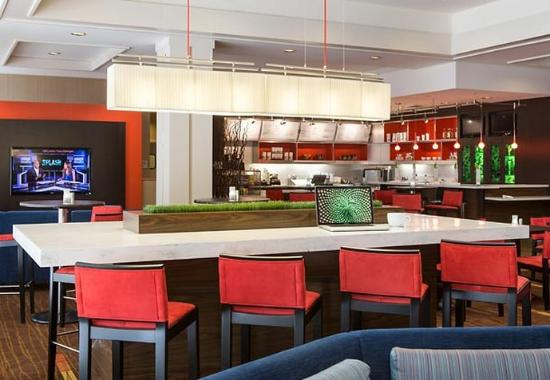 Courtyard by Marriott Oakland Downtown: Communal Table