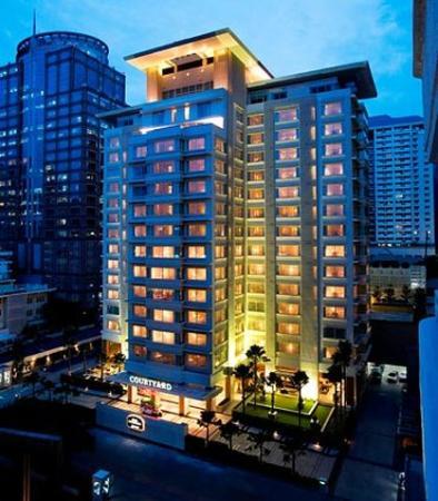 Courtyard by Marriott Hotel Bangkok: Exterior