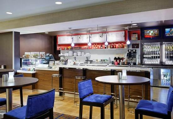 Courtyard by Marriott Gainesville: Bistro Bar