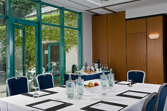 TRYP by Wyndham Koeln City Centre: Meeting Room