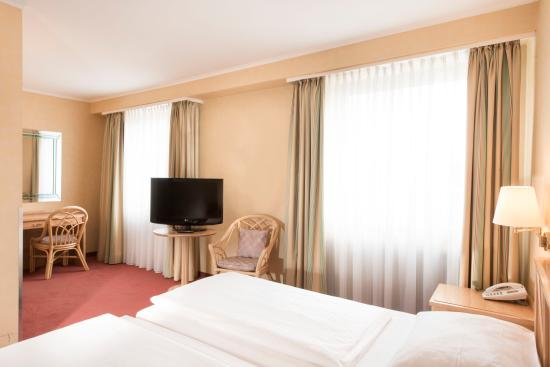 TRYP by Wyndham Koeln City Centre: Business Room
