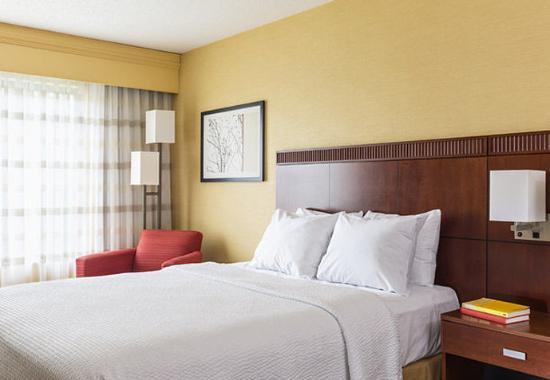 Акрон, Огайо: King Suite – Sleeping Area