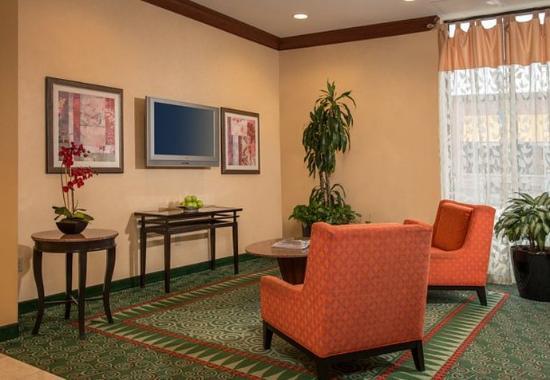 Courtyard by Marriott Gaithersburg Washingtonian Center: Lobby Seating Area