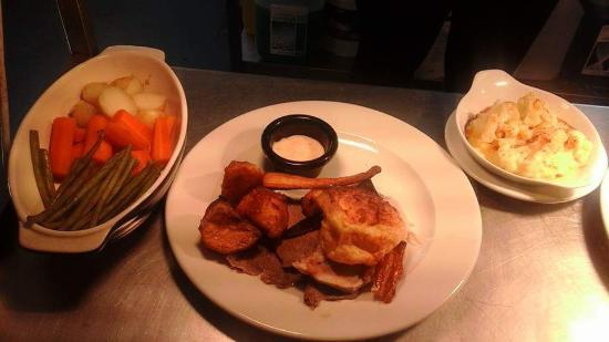 Burford, UK: Sunday Roast £8.95