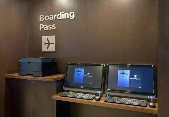 Pleasant Hill, Kaliforniya: Boarding Pass Station