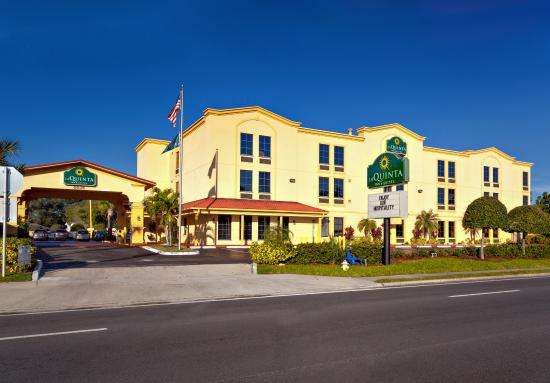 La Quinta Inn & Suites St. Petersburg Northeast: Exterior