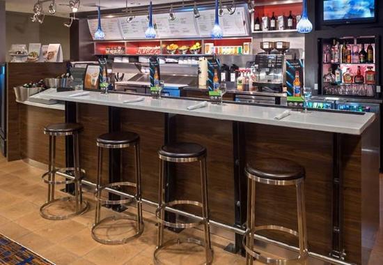 Courtyard by Marriott Winston-Salem Hanes Mall: The Bistro Bar