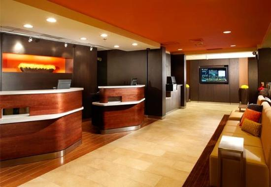 Courtyard by Marriott Lynchburg: Welcome Pedestals and Go Board