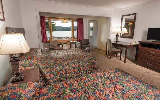 ليك إن باينز موتل: 2 Double beds with Private Balcony