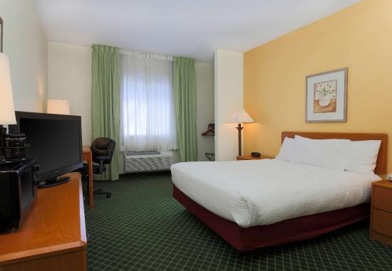 Zanesville, OH: Queen Guest Room