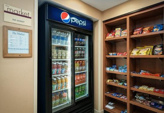 Fairfield Inn & Suites by Marriott at Hartford Airport: The Market