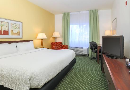 Uniontown, PA: King Guest Room