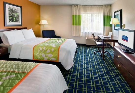 Tewksbury, MA: Double/Double Guest Room