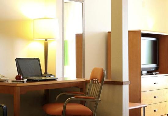 Saint Charles, IL: Extended King Suite Work Desk