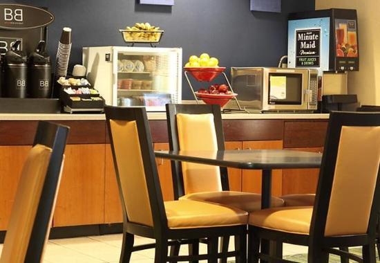 Saint Charles, IL: Breakfast Room