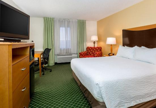 Fairborn, OH: King Guest Room - Sleeping Area