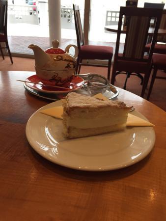 Dorfcafe mit Nebenhaus