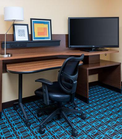 Lee's Summit, MO: Executive King Suite – Work Desk