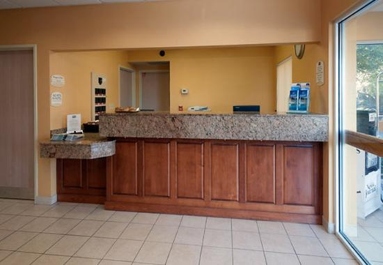 Fairfield Inn by Marriott Pensacola: Front Desk