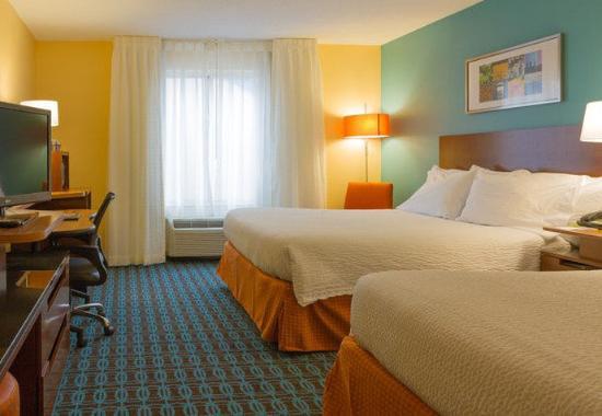 Saint Charles, MO: Queen/Queen Guest Room