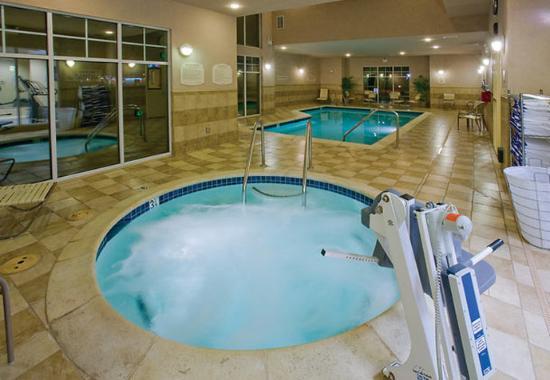 Fairfield, Καλιφόρνια: Indoor Pool & Hot Tub