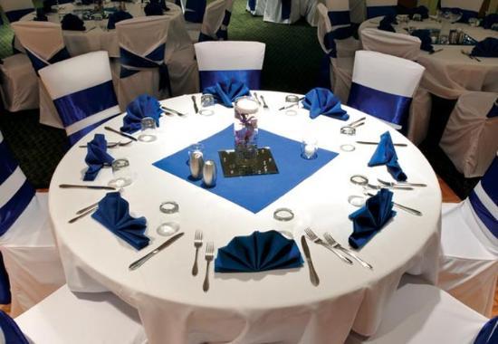 Weston, WI: Wedding Table Setup