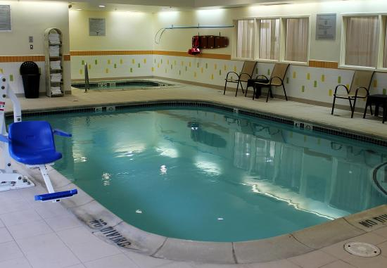 Farmington Hills, MI: Indoor Pool & Whirlpool