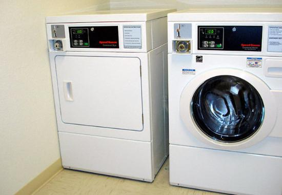 Roseville, MN: Guest Laundry