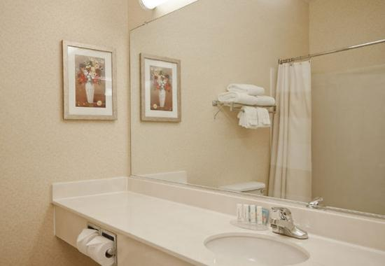 Λίβερπουλ, Νέα Υόρκη: Guest Bathroom