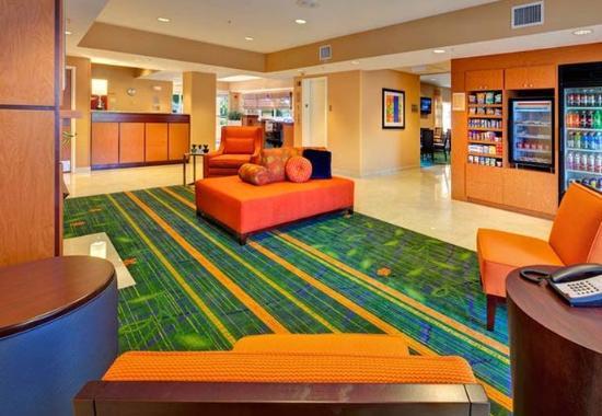 Fairfield Inn & Suites Ocala: The Corner Market