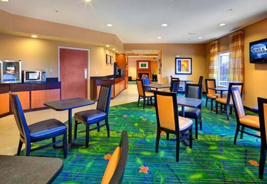Fairfield Inn & Suites Ocala: Breakfast Room