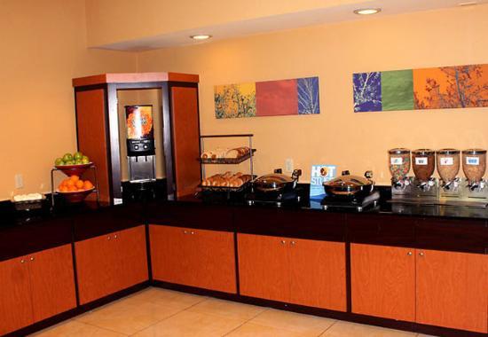 Fairfield Inn & Suites Ocala: Breakfast Buffet