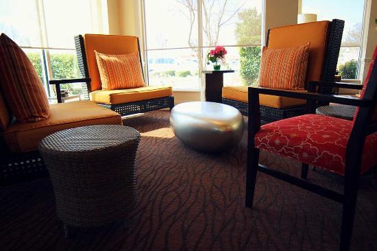 Hilton Garden Inn Charlotte North: Lobby Seating