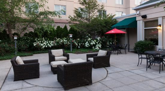 Rockaway, NJ: Garden Grille Patio Seating