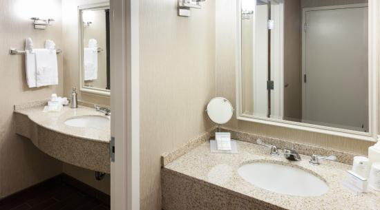 Rockaway, NJ: Guest Bathroom King Suite