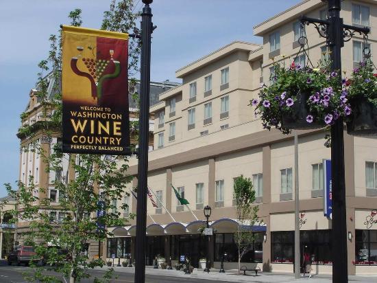 Yakima, واشنطن: Main Entrance Exterior